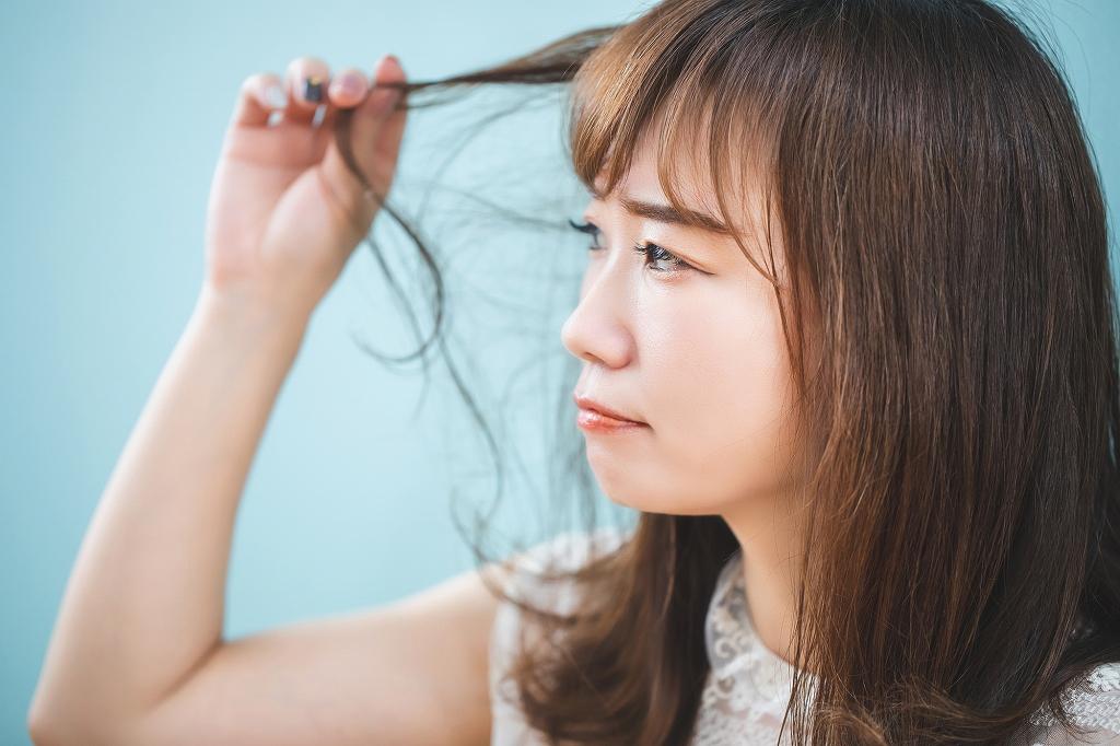 細い髪の毛には要注意、髪を太くするための対処法を詳しく紹介